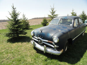 1949 FORD 4-DR