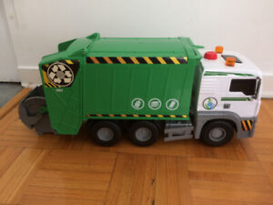 Camion poubelle/recyclage Garbage/recycling truck $20