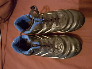 Size 6 soccer shoes GUC