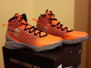 Underarmor ClutchFit® Drive 3 youth basketball shoes Size 6.5