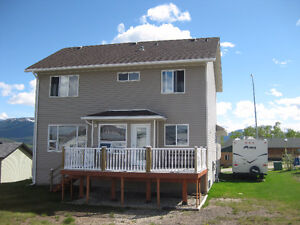 Upper level 3 bedroom home in beautiful Grande Cache for rent