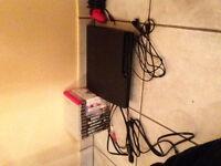 ps3  200$ avec 12 jeux tous les cable plus 1 manette et 1 micro