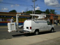 2010 FORD BUCKET TRUCK (65,500 KMS )