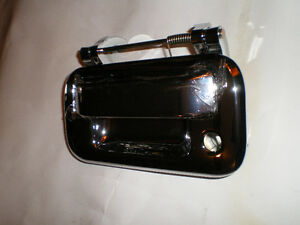 04-08 Ford Tailgate handle CHROME London Ontario image 1