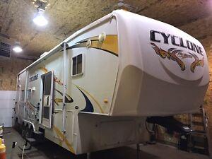 2008 CYCLONE 34' TOY HAULER 2 SLIDES Edmonton Edmonton Area image 2