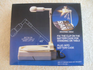 VINTAGE BATTERY-OPERATED '70's CLIP-ON or STAND-UP BOOK LIGHT