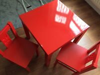 Red gloss kids table