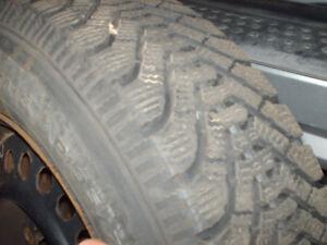 4 pneus d'hivers Good Year Nordic 14 pouces + 4 rims