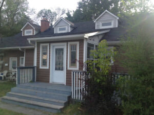 Gorgeous 3 bedroom house available DEC 1st in South Keswick!!!
