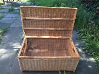 Large bamboo basket, beautiful and strong, coffee table