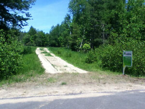 10MIN. TO HUNTSVILLE. COUNTRY LOT 1.55 ACRE