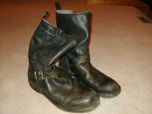 Men's Size 8.5 Leather Motorcycle Boots