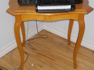 2 Solid Hardwood End Tables in Excellent Condition