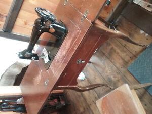 Moulin à coudre Singer à vendre (antique)
