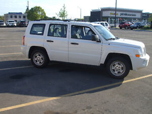 2010 Jeep Patriot sport   $3000-- FIRM-- certified and e-tested