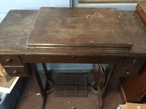 Singer sewing machine 1932 OPEN TO OFFERS