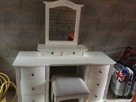 Dressing table / double wardrobe