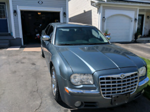 2005 Chrysler 300C parting out.
