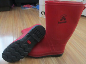 Kamik size 5 rubber boots