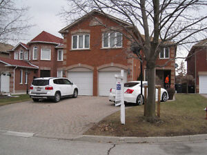 Dundas / Erin MIlls - Large 4+1 Bdrm Home in a Crt Setting