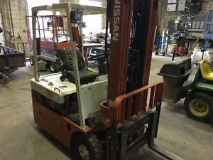 Nissan Electric Forklift 3 Stage Mast - Side Shift N01L18U