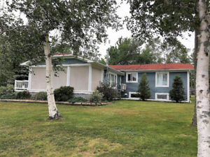 WATEFRONT BUNGALOW WITH BASEMENT APARTMENT!