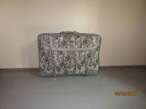 Oscar de la Renta - 4 piece travel suitcase