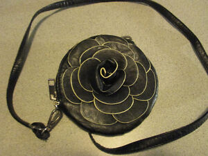 QUALITY BRAND NEW BLACK PURE LEATHER PURSE London Ontario image 1