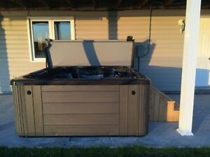 REDUCED!! REDUCED!! 5-6 PERSON HOT TUB!