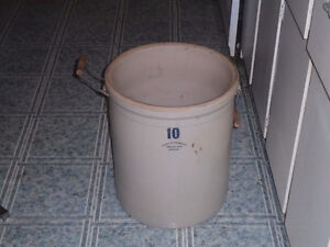 10 GALLON STONEWARE POT