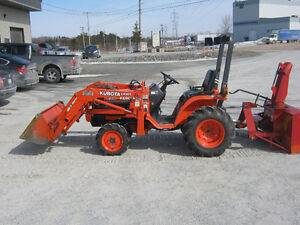 tracteur 4x4 diesel kubota B7500 hst avec snow blower