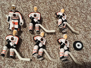 WANTED: WAYNE GRETZKY TABLE HOCKEY PLAYERS ACCESSORIES Sarnia Sarnia Area image 1