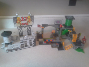 Mega Bloks TMNT playsets and figures