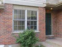 Walking Distance to U of W- 3 Rooms in Licensed Townhouse