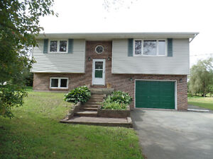 Lovely Home on Large Private, Half Acre Lot - Dartmouth