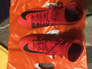 Nike Mercurial Superfly V FG *BRAND NEW* University Red- Size 9