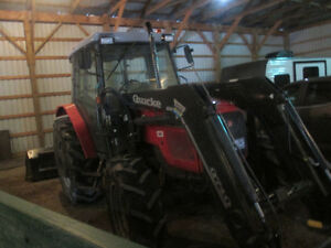 Massey Ferguson Tractor 4235 and quickly loader