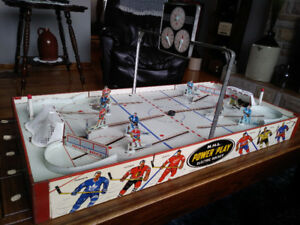 Wow! 1960 Eagle Power Play Table Hockey Game. Complete