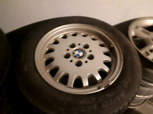 SET 4 BMW 3 SERIES RIMS TIRES 10/10 CONDITION ONLY 120$