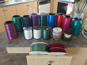 Lot de 28 bobines de ruban variées à $25