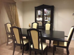 Dining table and trophy case with light 9/10 condition