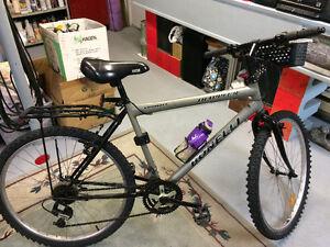 """Bicycle de montagne 26"""" bien équipé"""
