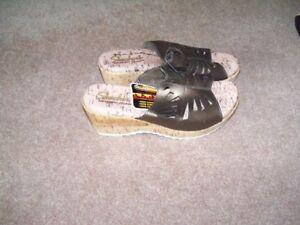 Women's Skechers Sandals, Bronze Leather, Wedge Heel, NEW