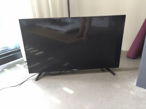 *RESERVED* 40 Inch Hisense LED LCD Full HD Smart TV - Very new!