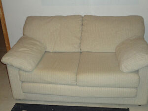 ATTENTION STUDENTS - Cheap furniture & electronics For Sale