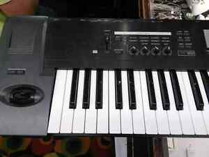 Korg TR76 76-Key Keyboard Workstation / Sampler