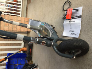 Razor E300s electric scooter with seat (removable)