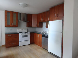 AMAZING 3 BEDROOM 1300 SQ.FT APARTMENT IN MILE END FOR JUNE 1st