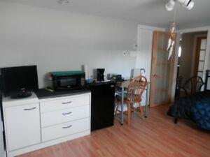 Chambre meublé entrée+toilet Privé*Maison Calme(Salon)
