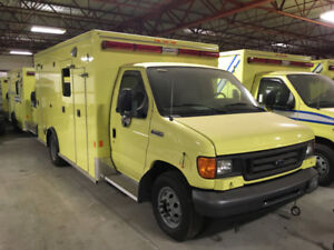 2006 Ford E-Series Cutaway + patient compartment